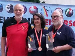 Turnierleiter Alfons Schulze Niehues mit Diane McPeak-Ferkinghof und Jürgen Wahl