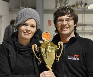 Anna und Malte mit Siegerpokal